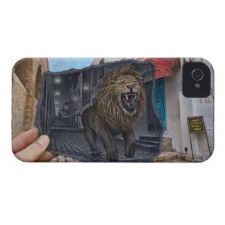 Lápiz contra la cámara - león poderoso iPhone 4 Case-Mate protector