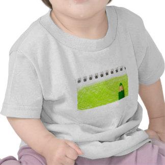 Lápiz del color verde con el colorante camiseta