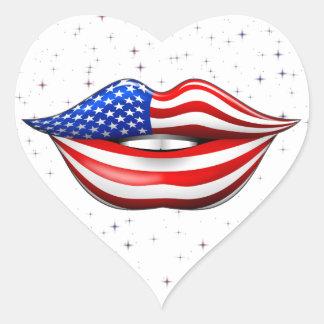 Lápiz labial de la bandera de los E.E.U.U. en el Pegatina En Forma De Corazón