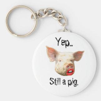Lápiz labial en un cerdo llavero redondo tipo pin