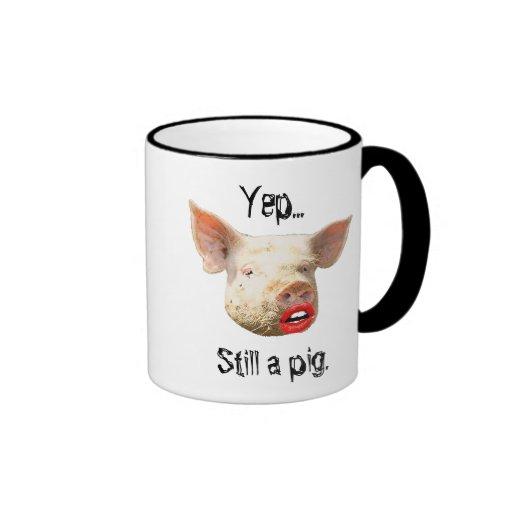 Lápiz labial en un cerdo taza a dos colores