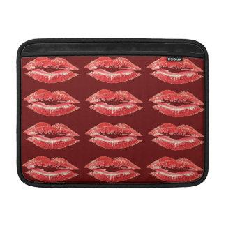 Lápiz labial rojo del beso de los labios funda para macbook air