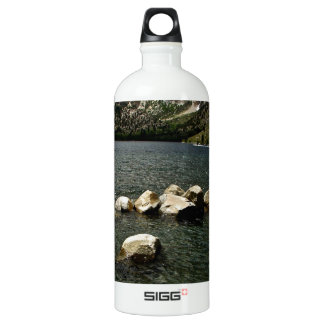 LARGE GRANITE BOULDERS IN A MOUNTAIN LAKE ALUMINUM WATER BOTTLE