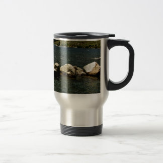 LARGE GRANITE BOULDERS IN A MOUNTAIN LAKE TRAVEL MUG