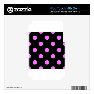 Large Polka Dots - Ultra Pink on Black iPod Touch 4G Skin