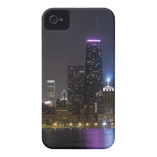 Large view of the northern Chicago skyline at iPhone 4 Cover