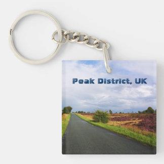 Largo camino en el distrito máximo, Reino Unido Llavero Cuadrado Acrílico A Una Cara