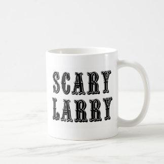 Larry asustadizo taza básica blanca