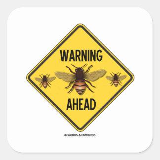 Las abejas amonestadoras a continuación tres calcomania cuadradas