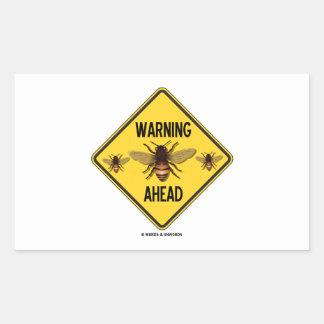 Las abejas amonestadoras a continuación tres rectangular pegatinas