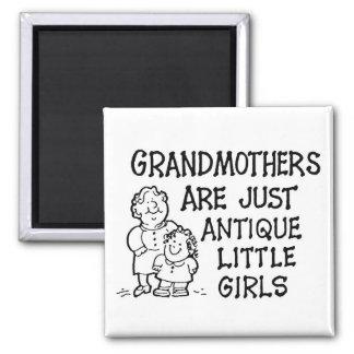 Las abuelas son apenas imán antiguo de las niñas