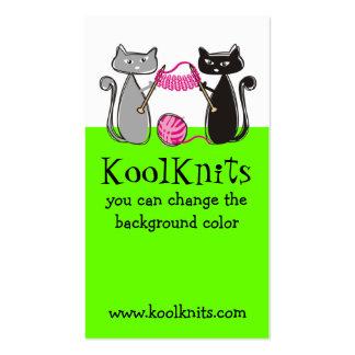 Las agujas que hacen punto de los gatos cuentan un tarjetas de visita