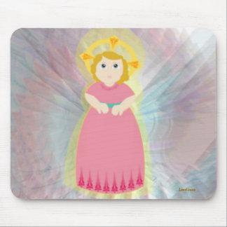 Las alas del ángel rosado del niño del amor divino alfombrillas de raton