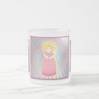 Las alas del ángel rosado del niño del amor divino tazas