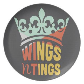 Las alas n teñen la placa de la melamina platos