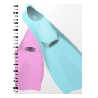 las aletas se zambullen las mujeres rosadas de los libro de apuntes con espiral