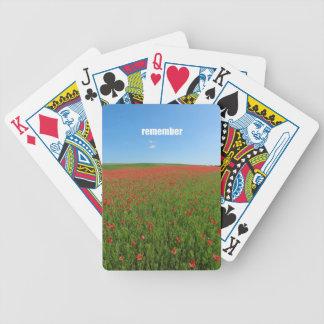 Las amapolas recuerdan barajas de cartas
