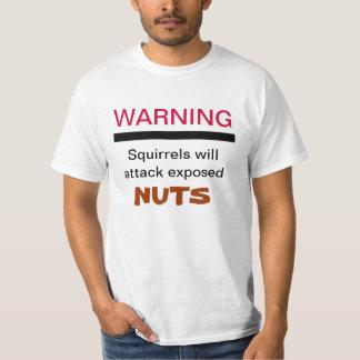 Las ardillas atacarán la camisa Nuts expuesta