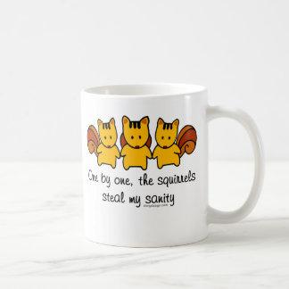 Las ardillas roban mi cordura taza de café