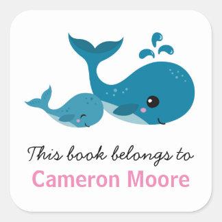 Las ballenas lindas personalizaron el libro del pegatina cuadrada