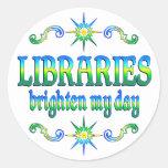 Las bibliotecas aclaran mi día pegatina redonda