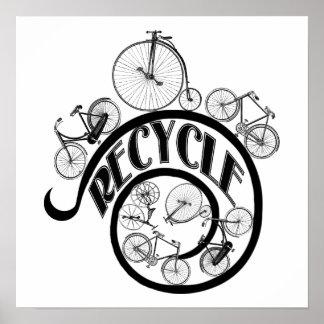 Las bicicletas del vintage reciclan la ropa y los poster