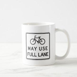 Las bicicletas pueden utilizar el carril lleno taza de café