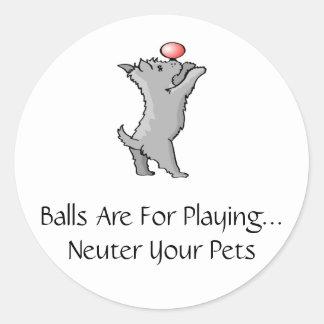 Las bolas están para jugar pegatina redonda