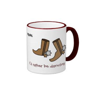 Las botas de vaquero estén bailando bastante el pa taza de café