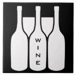 Las botellas y los vidrios de vino diseñan la teja  ceramica