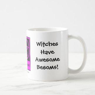 ¡Las brujas tienen escobas impresionantes! Taza pa