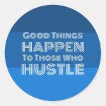 Las buenas cosas suceden a las que se den prisa pegatina redonda