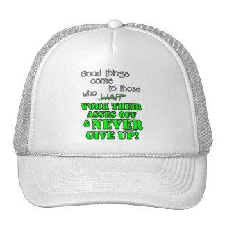Las buenas cosas vienen a las que… gorros bordados