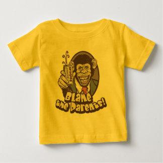 Las burbujas dicen culpa los padres por los tshirt
