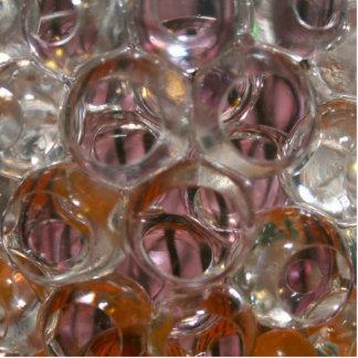 Las burbujas, gotas del agua se cierran encima de  esculturas fotográficas