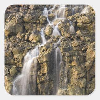 Las caídas de Brine de la roca volcánica caen apag Pegatina Cuadradas Personalizada