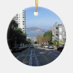 Las calles que se inclinan de San Francisco Adorno Navideño Redondo De Cerámica