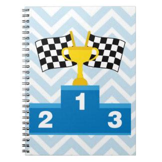 Las carreras de coches F1 señalan el trofeo y la Notebook