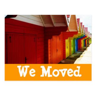 Las casas de playa coloridas movimos nuevas postal