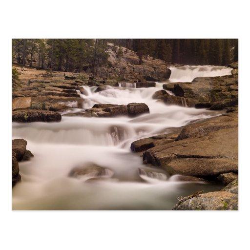 Las cascadas del río de Tuolumne sobre el granito Postales