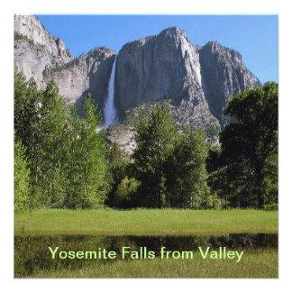 Las cataratas de Yosemite del valle en California Comunicado