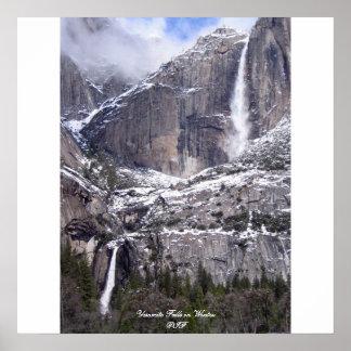 Las cataratas de Yosemite en invierno Póster