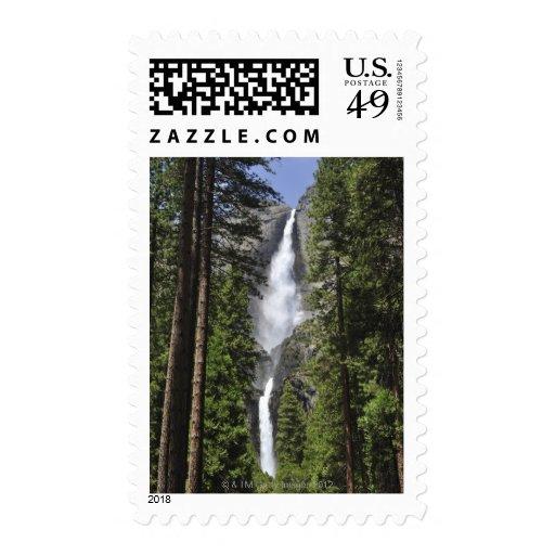 Las cataratas de Yosemite, parque nacional de Yose Sello