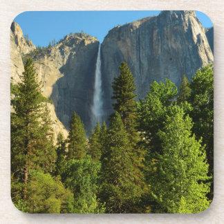 Las cataratas de Yosemite superiores, río de Posavasos