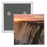Las cataratas Victoria con el sol en horizonte, Vi Pin Cuadrada 5 Cm