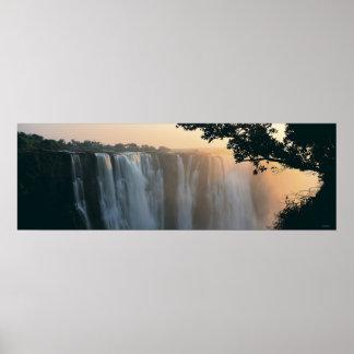 Las cataratas Victoria, Zimbabwe, África Poster