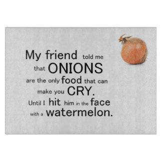 Las cebollas divertidas hacen que usted llora tabla para cortar