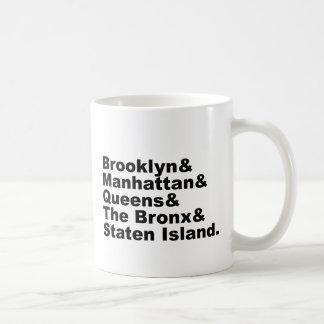 Las cinco ciudades de New York City Taza Básica Blanca