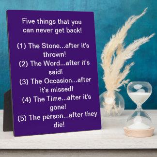 Las cinco cosas usted puede nunca conseguir detrás placa de plastico