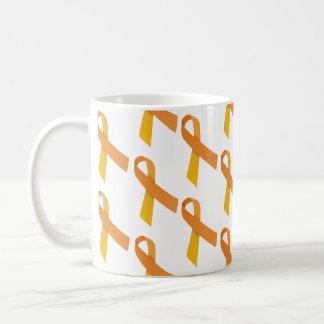 Las cintas anaranjadas tejaron el modelo taza clásica